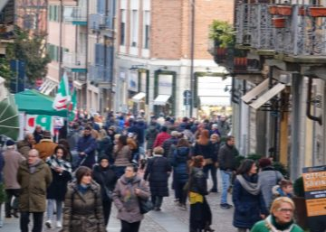 Via Piol in un momento di shopping prima del covid